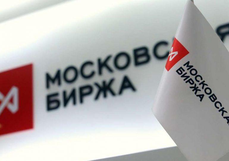 Акции индекса Мосбиржи незначительно упали