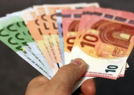 Currency behavior: the euro is ahead of the dollar and pound in growth rates