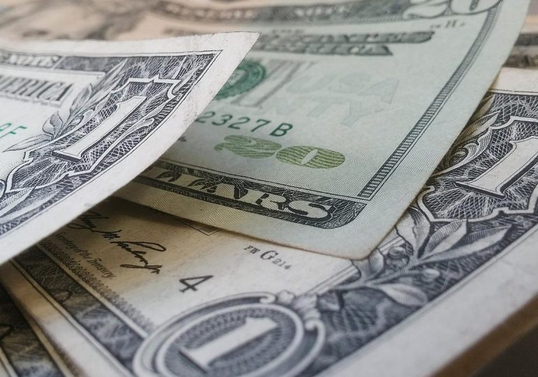 Intensive statistics strengthened the dollar