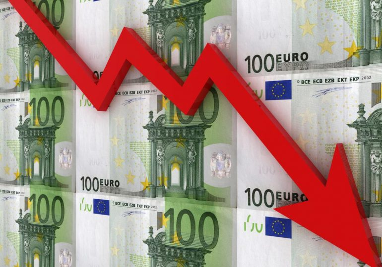 What caused the euro to fall?